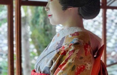 「酒田舞娘道中」清遠閣で舞娘さんの写真撮影ができます(10月~12月)